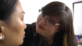 Embedded thumbnail for MiNDFOOD - Red Shoot Behind the scenes with Estee Lauder